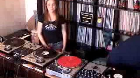 "DJs Killa-Jewel & Praiz of the 12"" Spinners Crew"